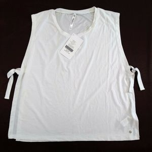New Fabletics Large Tee Tied Game White Semi Crop